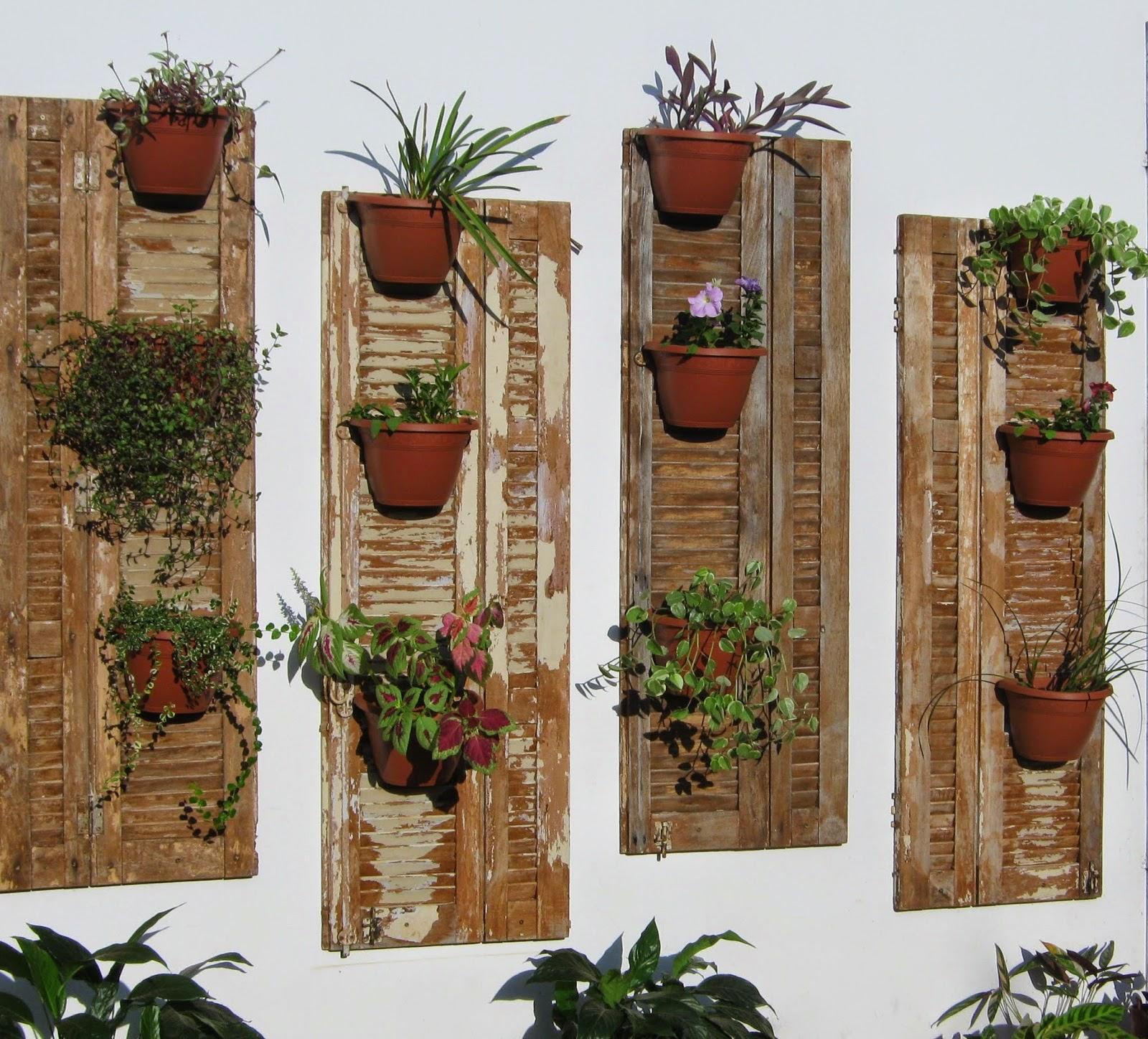 de barro são muito usados em jardins com paletes porém os vasos de  #6C4126 1600x1448