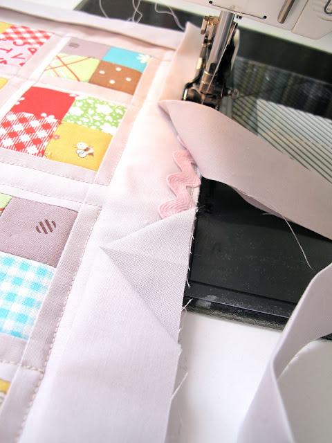 Bee In My Bonnet: How to Bind a Quilt and Other Quilty Projects... : ending quilt binding - Adamdwight.com