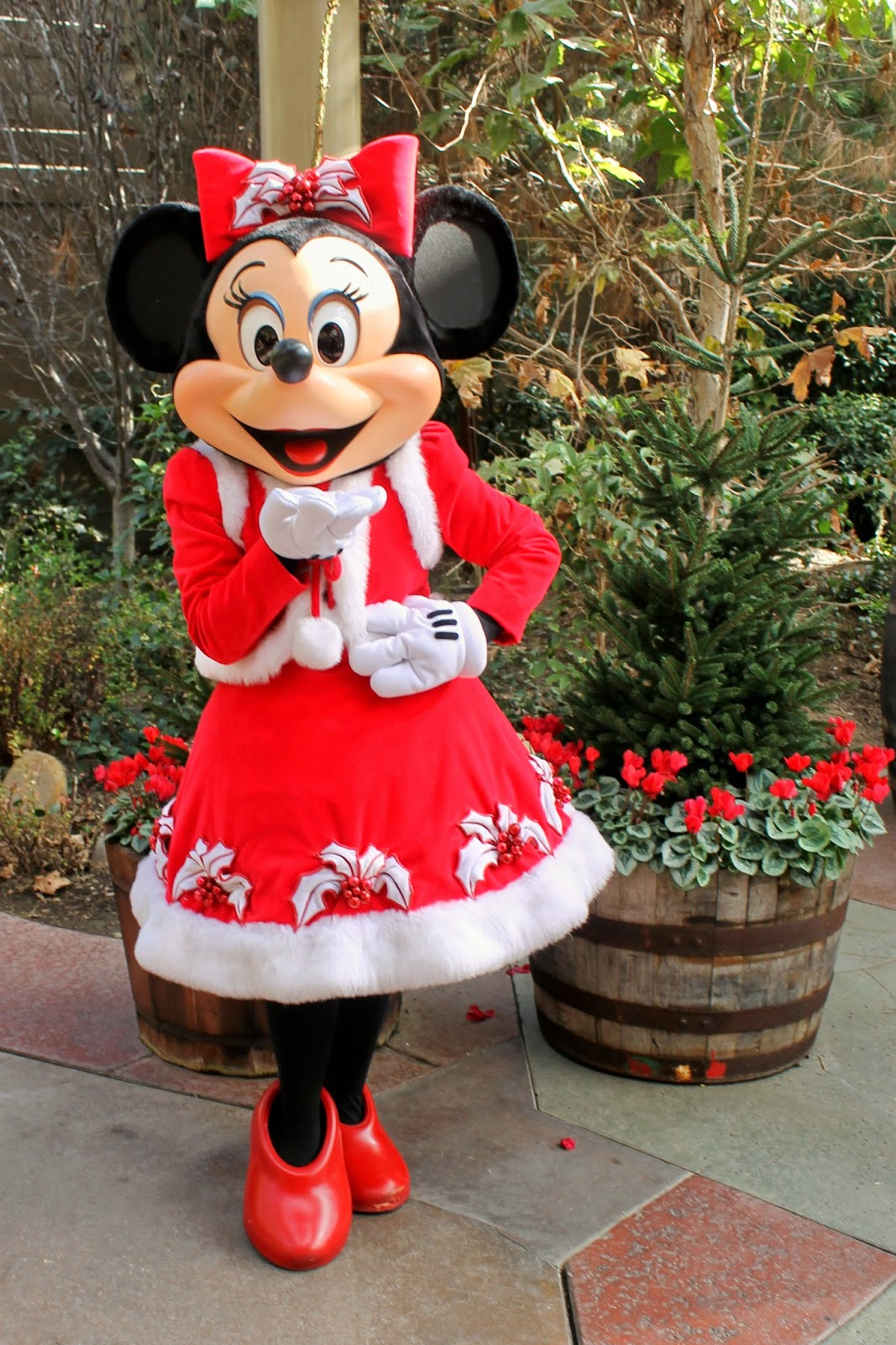 Unofficial disney character hunting guide jingle jangle - Minnie mouse noel ...