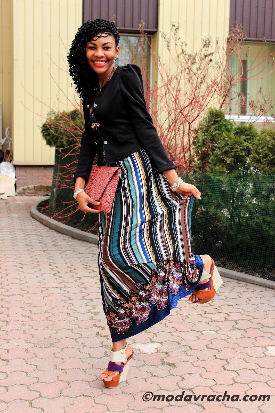Nigerian fashion blogger modavracha in maxi dress and wedges