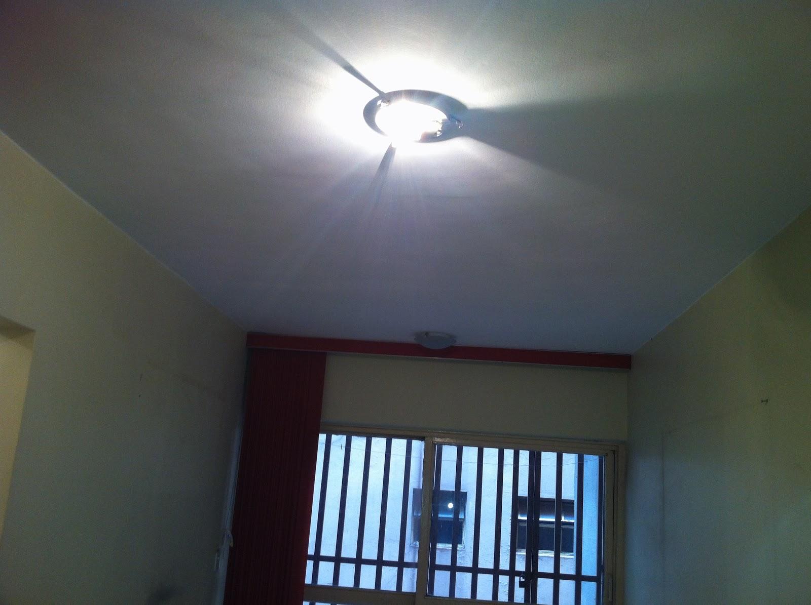 Reforma:: O teto: Gesso acartonado na sala e Gesso verde no banheiro #166FB5 1600x1195 Banheiro Com Gesso Acartonado