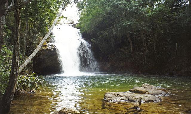 Cachoeira do Rio do Ouro em Santa Luzia - MG. © PLAMA - Planejamento e Meio Ambiente