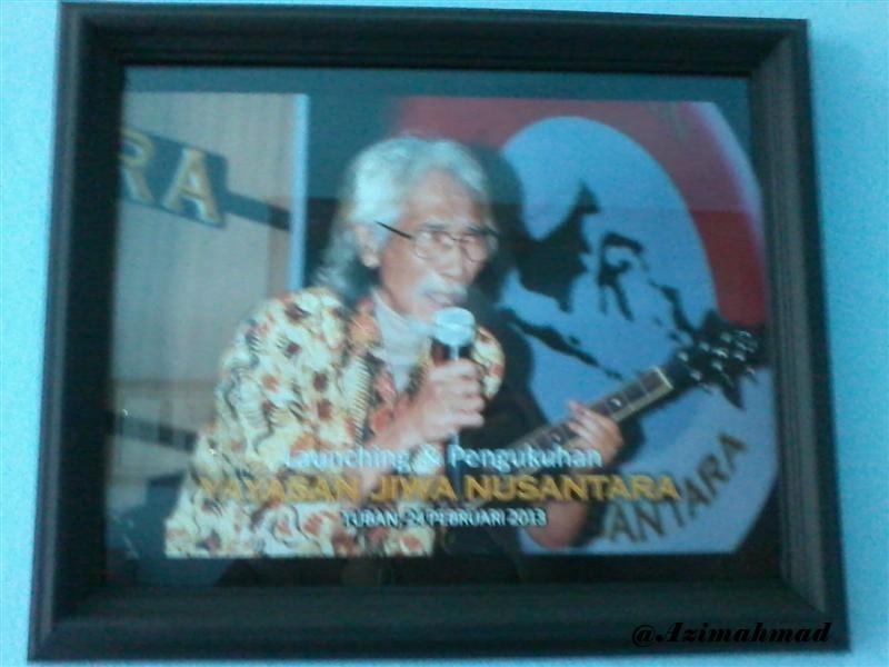 Yok Koeswoyo saat tampil mengenakan kemeja batik gedog tuban