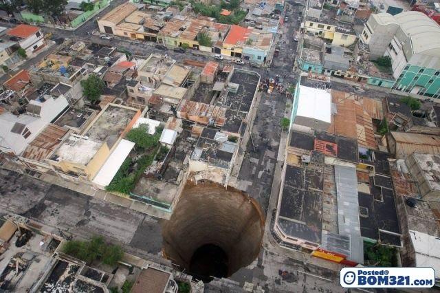 Lubang Besar Yang Aneh Di Guatemala