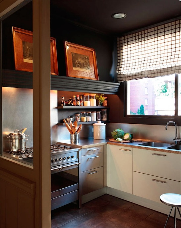 cocina con paredes negras