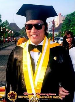 Rocker Indonesia Pertama MBA dari UGM, Ikang Fawzi