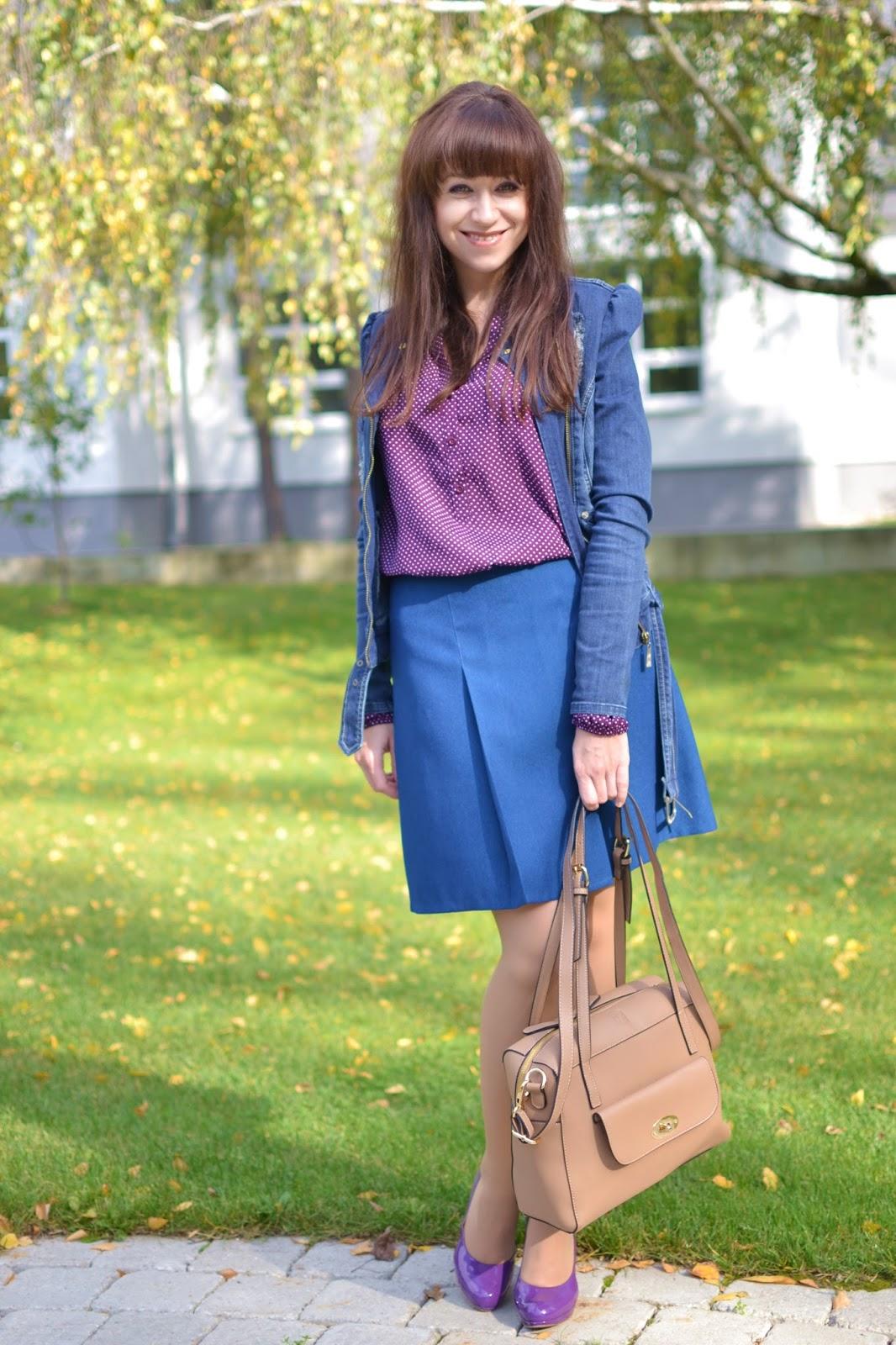 Made in Slovakia_Katharine-fashion is beautiful_Bodkovaná blúzka_Denim bunda_Modrá sukňa_Lakované lodičky_Katarína Jakubčová_Fashion blogger