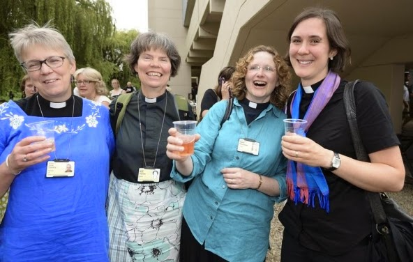 Church of England votes 'yes' to letting women become bishops