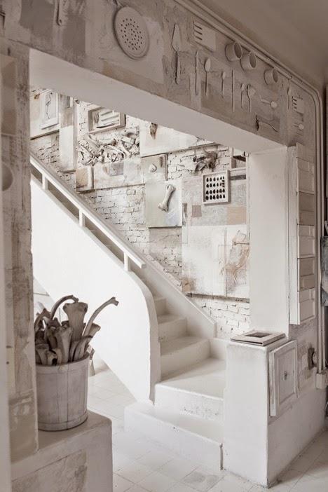 gaya-interior-dan-dekorasi-unik-ribuan-tulang-hewan-di-rumah-makan-Hueso-010