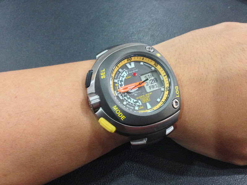 Citizen promaster eco drive aqualand titanium divers watch jv0055 51e - Citizen titanium dive watch ...