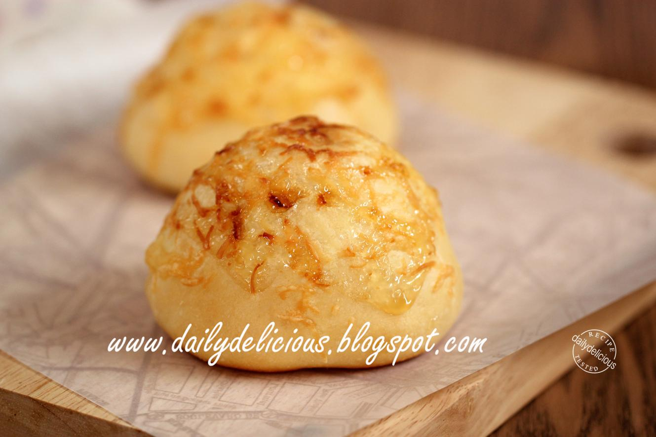 dailydelicious: Cheddar cheese buns: Sweet and salty soft buns.