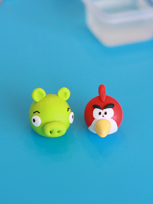 Deux personnages d'Angry Birds