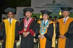 Foto bersama Rektor UIN Prof.Dr. Amin Abdullah dan Anggota Promotor