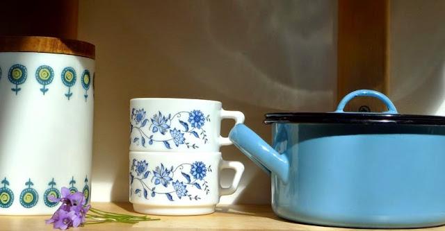 arcopal tasse boite vintage vaiselle bleu émail