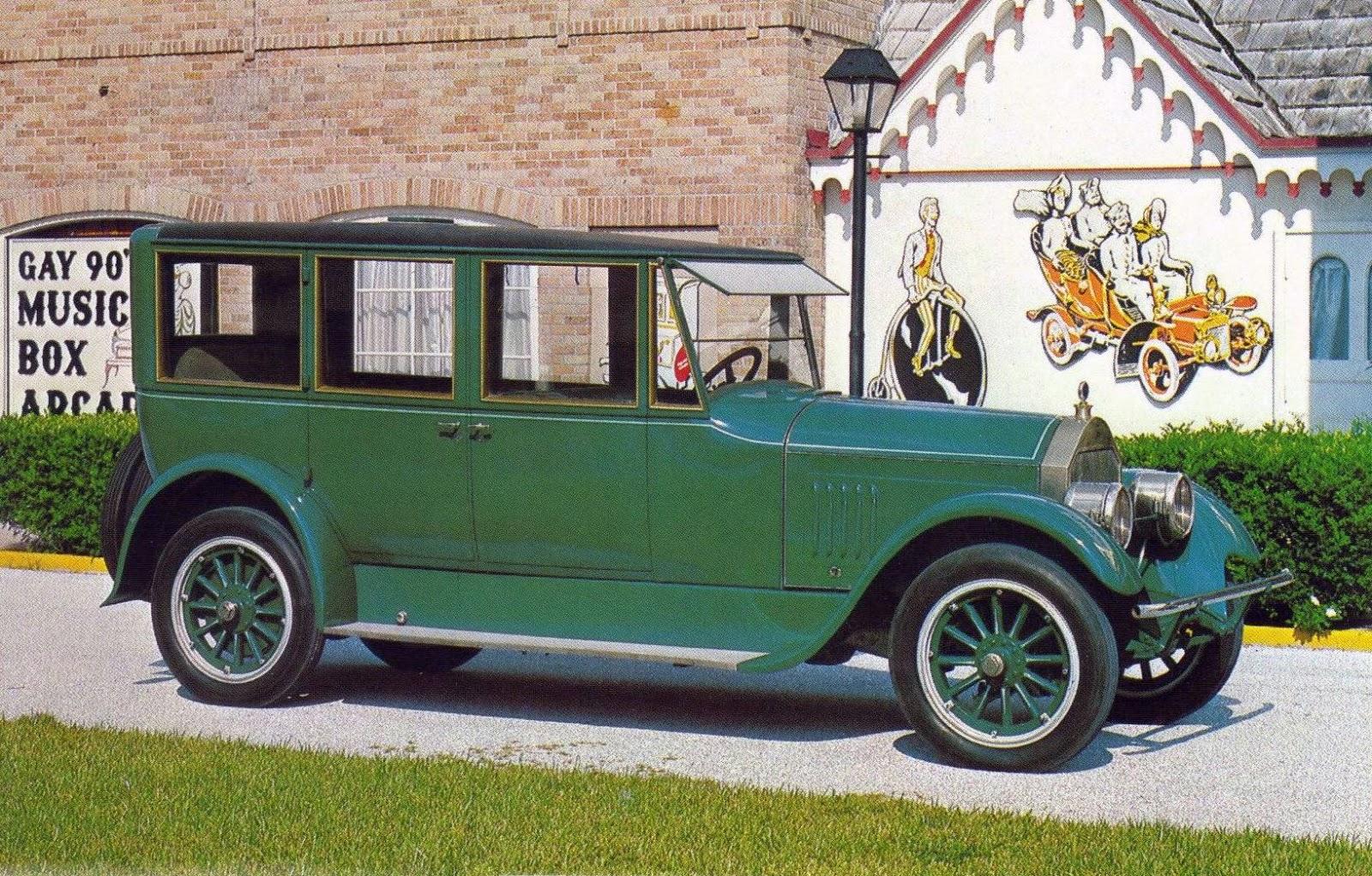 1923+Pierce+Arrow+limo.jpg