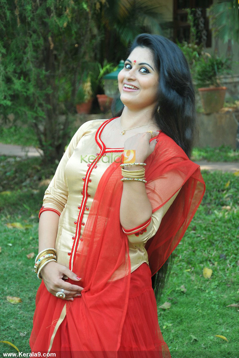 sruthi lakshmi new hot picture - cinemascene.in