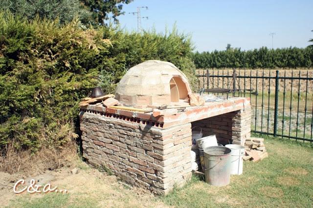 Cucinando e assaggiando il forno a legna - Forno per giardino ...