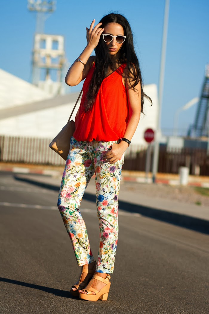 Withorwithoutshoes con pantalones de flores