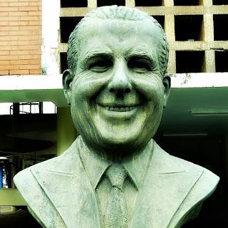 Busto em bronze do ex-presidente João Goulart, em frente à Prefeitura Municipal de São Borja.