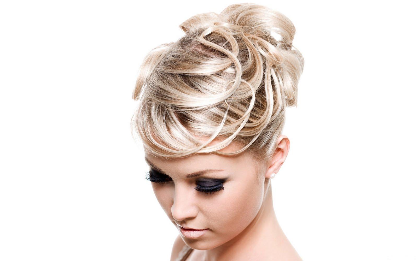 http://2.bp.blogspot.com/-iP2EUnvJFJ8/TnaO2J4HG7I/AAAAAAAAAVU/YDBGvSYublI/s1600/Beautiful+Blonde+Girl+Nice+Haircut+-+UniqueWalls.Blogspot.Com.jpg