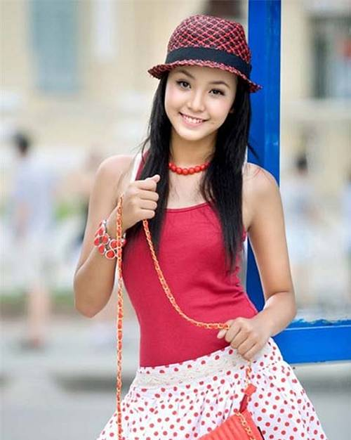 Stunning 12 Year Old Model from Vietnam (24 pics)