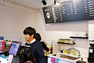 hot handsome guy at Samcheongdong Wiki Cafe | www.meheartseoul.blogspot.sg