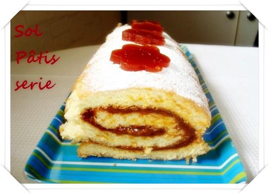 Gâteau roulé au dulce de membrillo et à la confiture de lait
