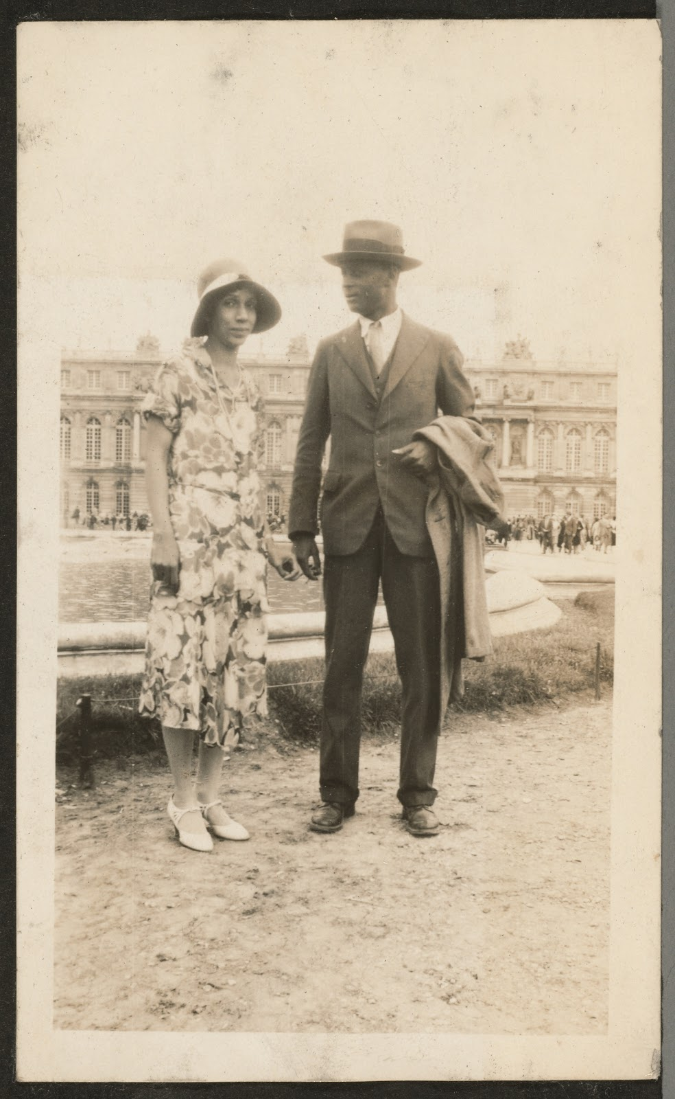 """essays by eric walrond Characterization in """"the boarding house"""" essay:: 4 works cited length: 906 words (2 women in james joyce's 'the boarding house' and eric walrond's 'the palm."""