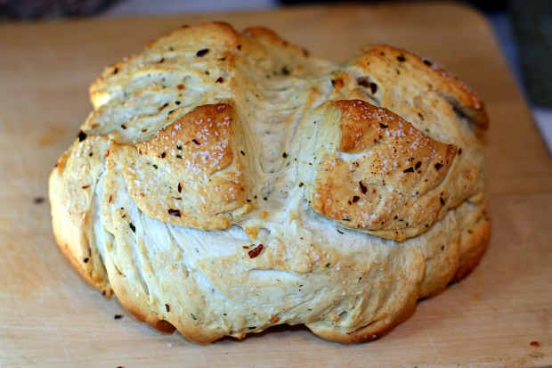 Recipes For Divine Living: Spicy Garlic Bread in a Pot