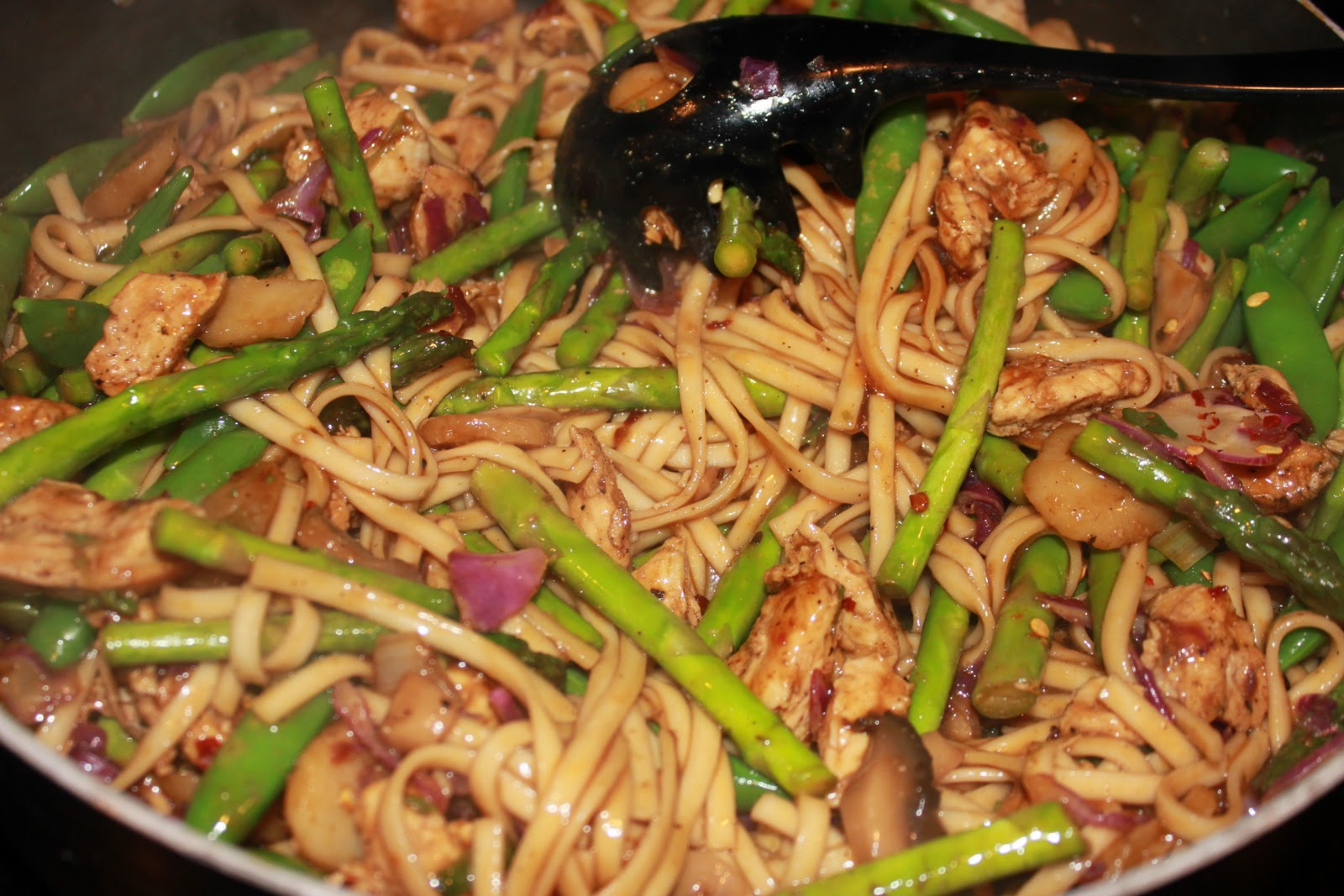 Never trust a skinny cook....: Chicken lo mein