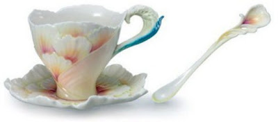 فناجين قهوة باشكال رائعة  Tea-cup-and-saucer-designs-16