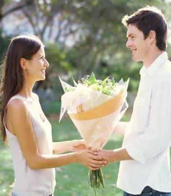 Tips Menjadi Cowok Romantis Yang Disukai Wanita,