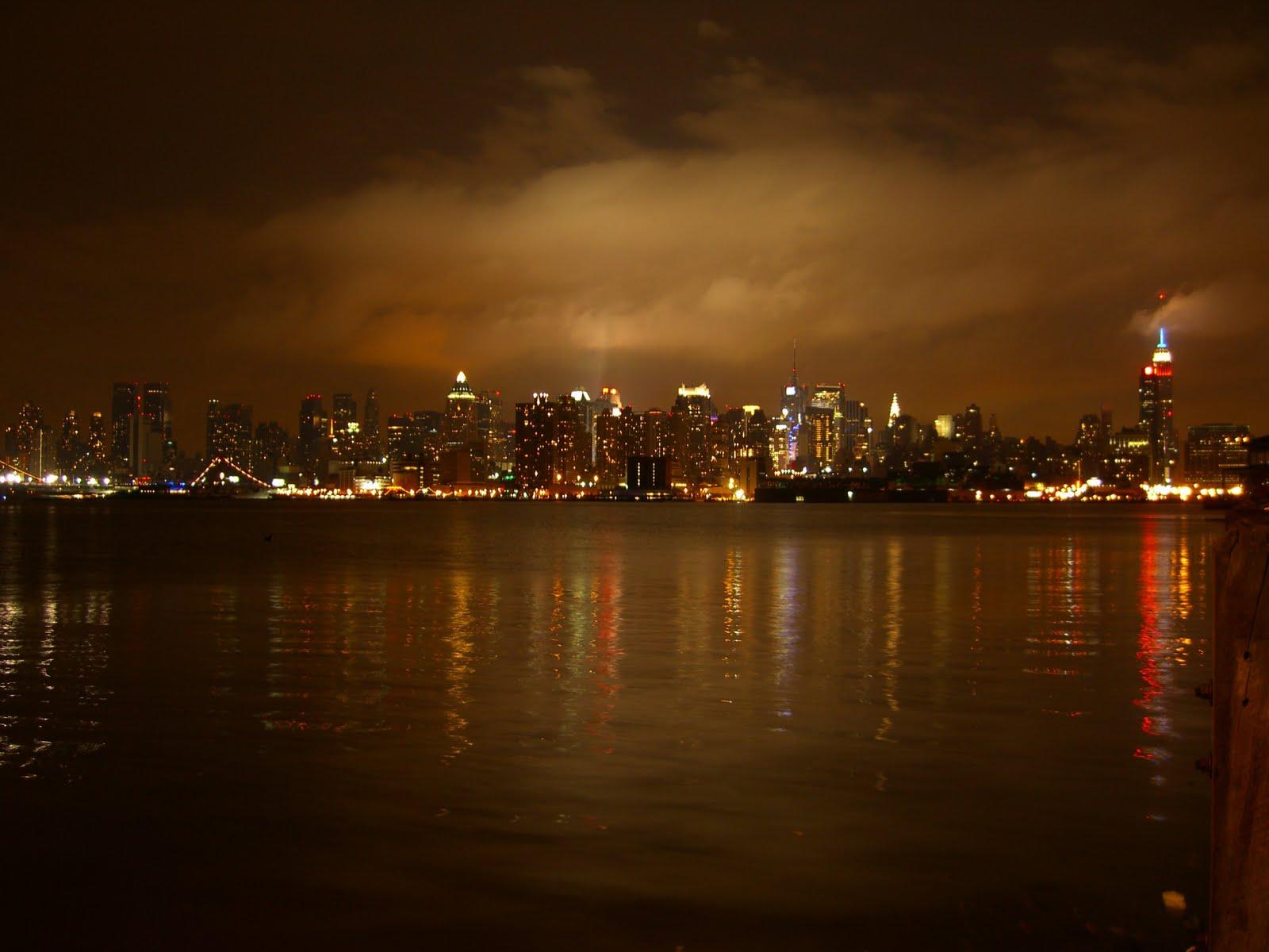 http://2.bp.blogspot.com/-iQdPTBCDIg8/TgPFoTJF3JI/AAAAAAAACDc/9B6PaemnZog/s1600/newyorkcitywallpapers2.jpg