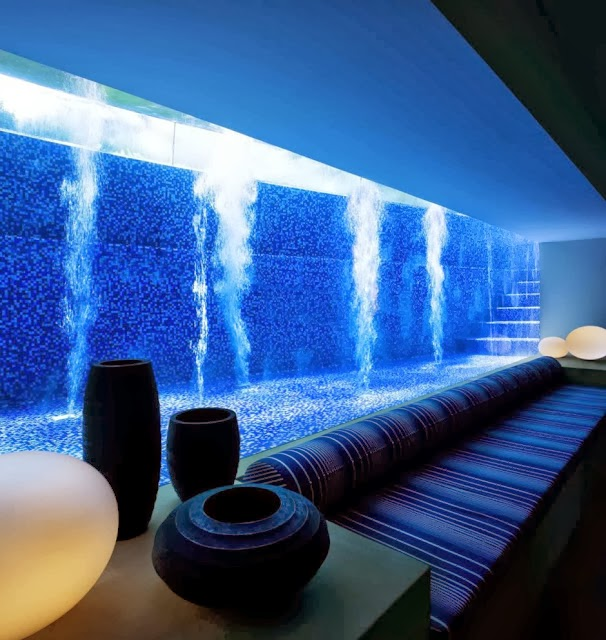 Piscinas de vidro modernidade e sofistica o em for Basement swimming pool cost