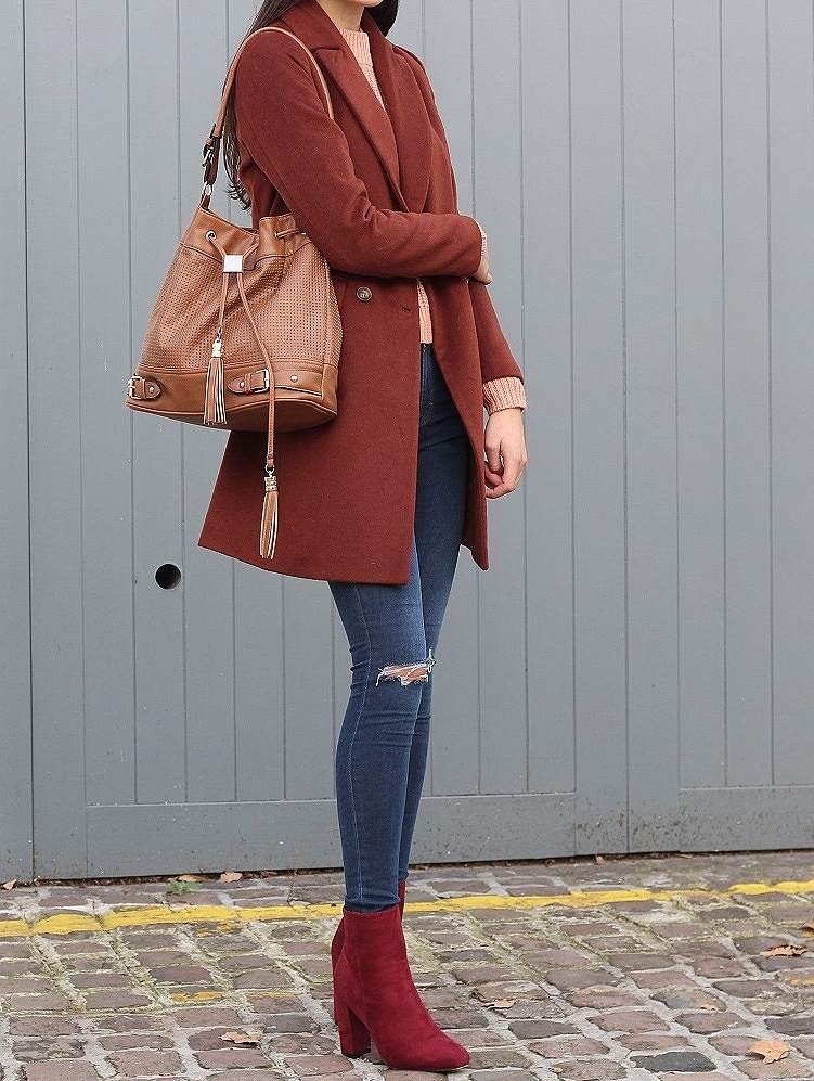 peexo fashion blogger wearing rust coat and autumn colours