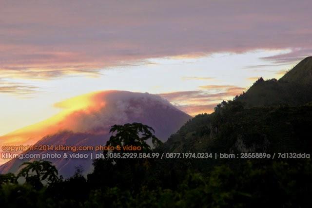 Komparasi Editing : Sunrise Negeri Atas Awan - Foto oleh KLIKMG Fotografer Indonesia