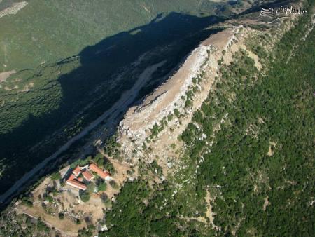 Η Ακρόπολη των Θεστιέων λοιπόν κρύβει μεγάλους αρχαιολογικούς και πολιτισμικούς θησαυρούς,