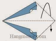 Bước 4: Gấp đôi cạnh giấy về phía mặt sau.