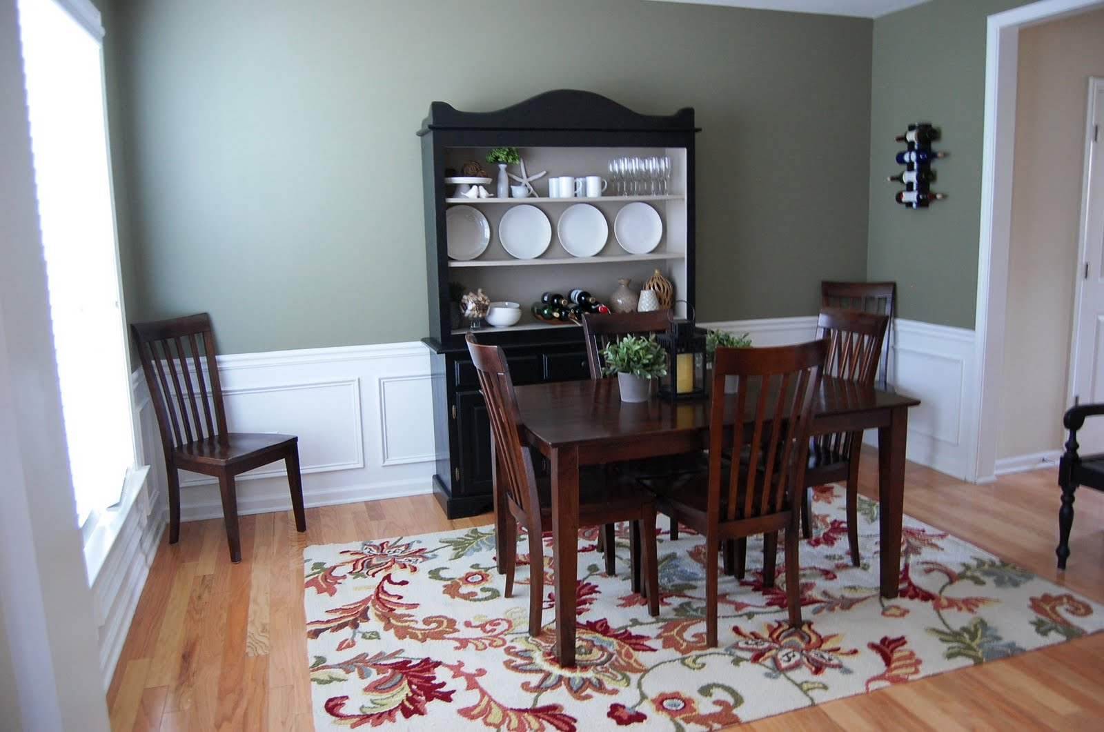 One Creative Momma New Dining Room Rug - Dining room manager