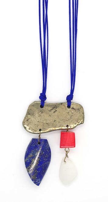Pyrite, Lapis-lazuli, corail bambou et galet blanc