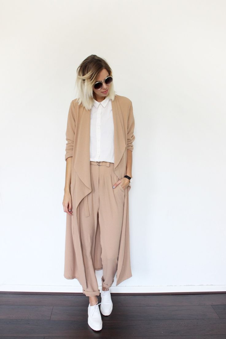 What to wear now wide pants and sneakers style en mi for Beige pants what color shirt