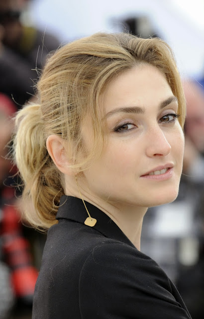 Politician, Politics, Showbiz, Hollywood, Love Affair, President, Francois Hollande, Julie Gayet, Valerie Trierweiler, Hospital, First Lady, France, News, Photo,