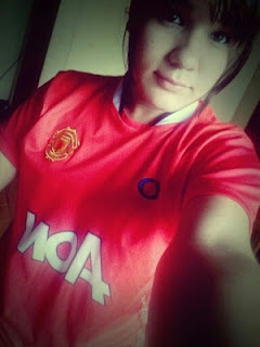 Laura from Paraguay loves Manchester United