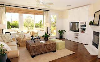 Interior rumah dengan meja rotan focal point