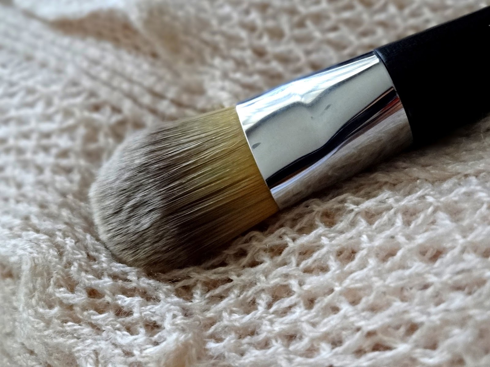 Dior Backstage Foundation Light Coverage Fluid Brush Review, Photos