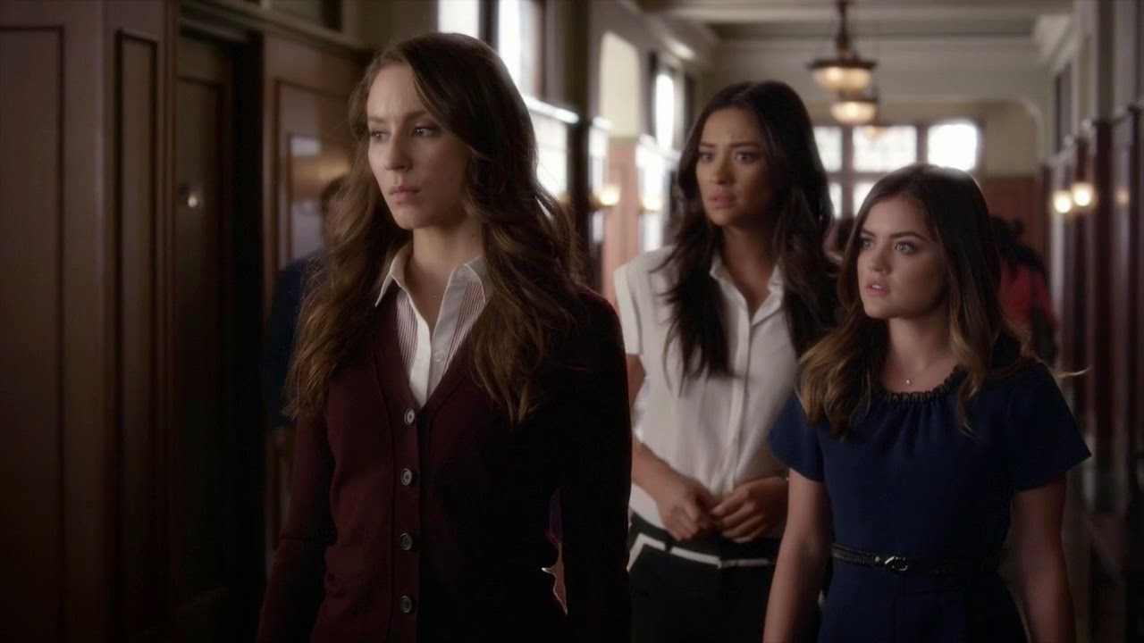 Aria, Emily, and Spencer outside the courtroom Pretty Little Liars