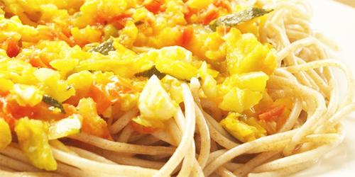 Pasta integral con salsa de verduras