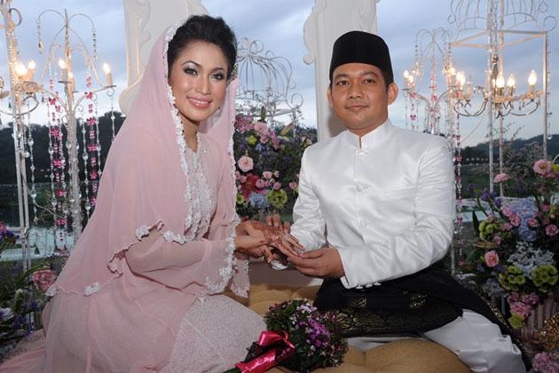 Gambar Ezlynn dan Adam Fahmy Majlis Pernikahan Perkahwinan