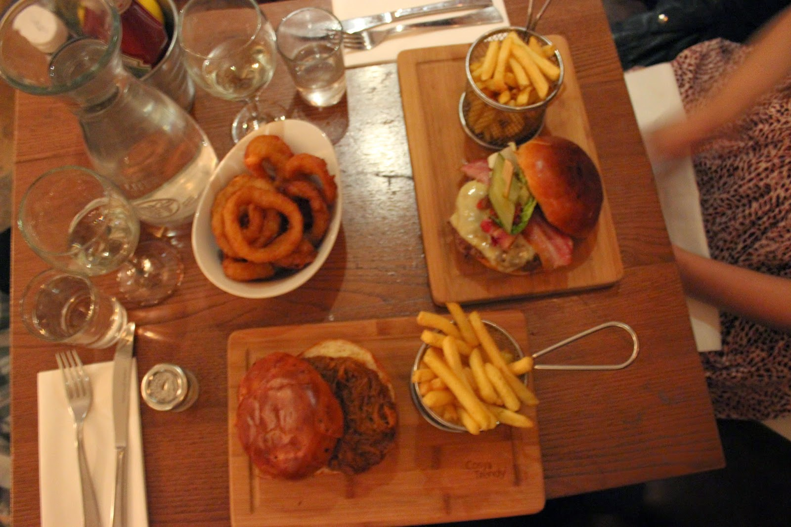 Honky Tonk, Clapham, London, That Guy Luke, Blog, South London, London Restaurants, London Burger Places, Eating and Drinking, Narnia, Date, Dinner Date, Chelsea, Food Review London,