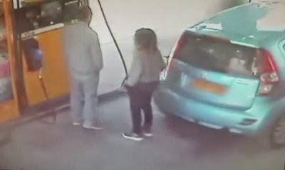 Έβαλε φωτιά στο ξένο αυτοκίνητο γιατί ο οδηγός του δεν της έδωσε τσιγάρο